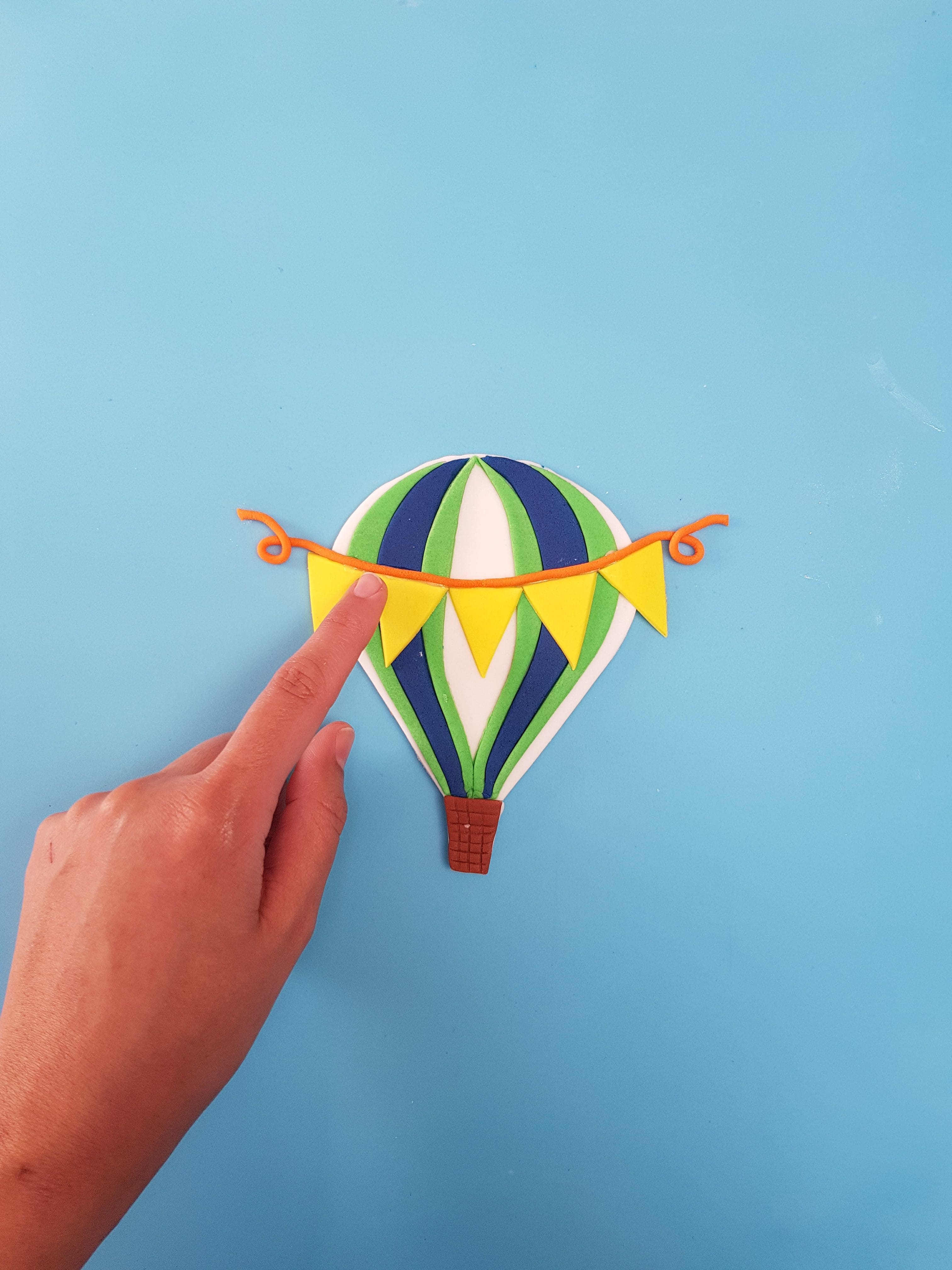 Hot Air Balloon Cupcake Board