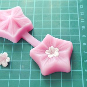 flower-mould-for-cake-decorating