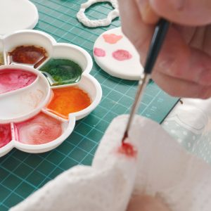 using-alcohol-to-paint-fondant