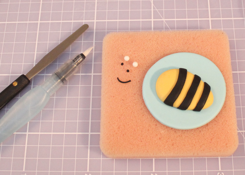 bee cake design