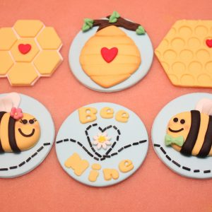 cute bee cakes cupcake toppers