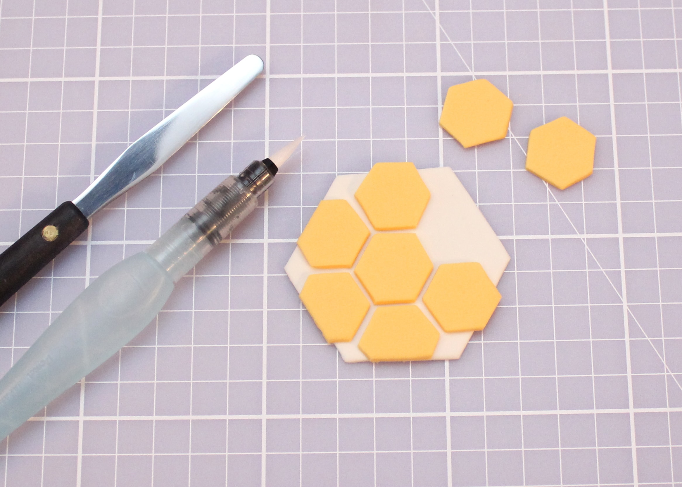 Bee Mine valentines day cupcake tutorial