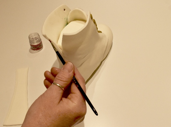 Close seams together with edible glue.