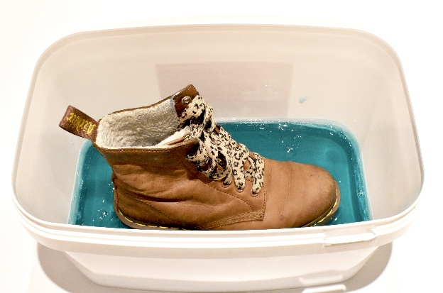Take extreme care as this is piping hot and pour into the container. You will need a 3cm rim around the boot for strength. Ensure your boot is clean and place into the liquid mould making sure the complete sole is immersed. Leave to cool and set.