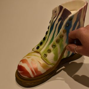 Cut another 5mm wide strip of Khaki sugarpaste and glue vertically in place around the base of the boot.