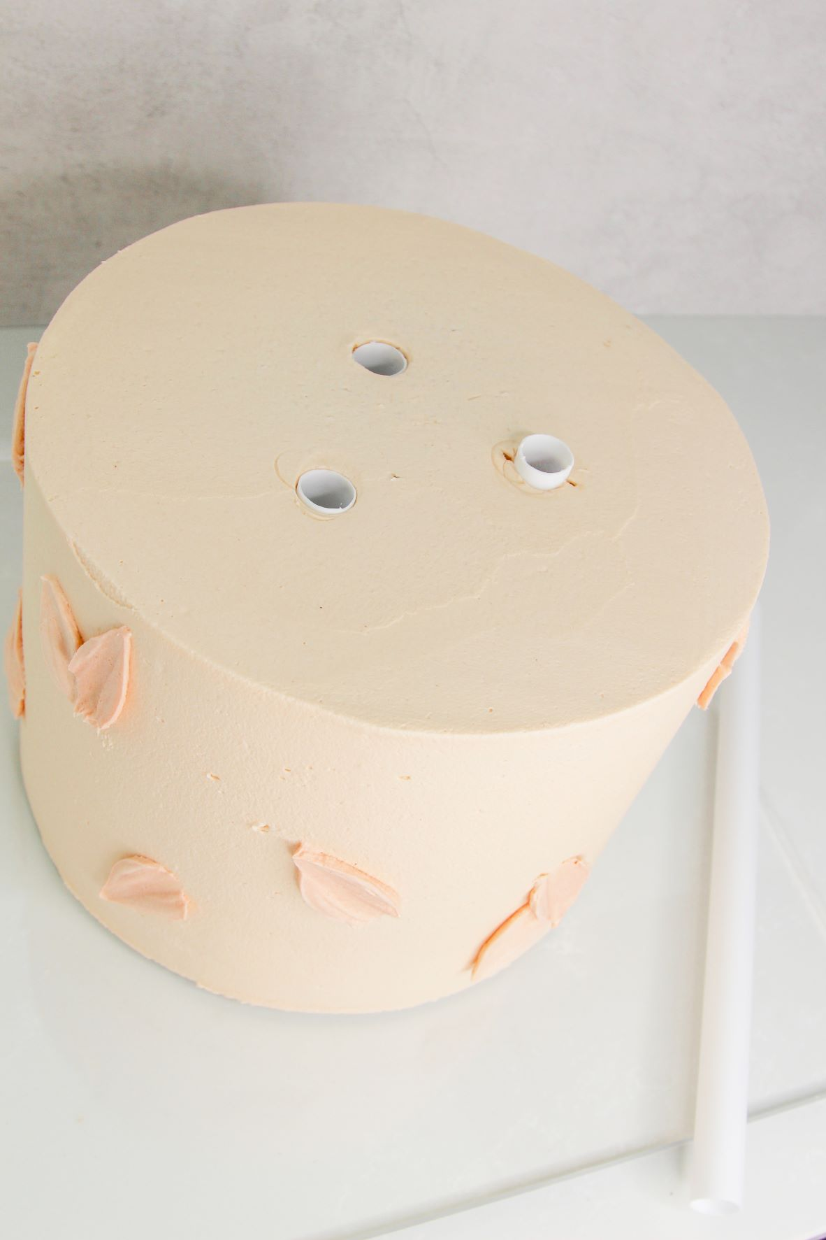 Assemble a sturdy tiered cake